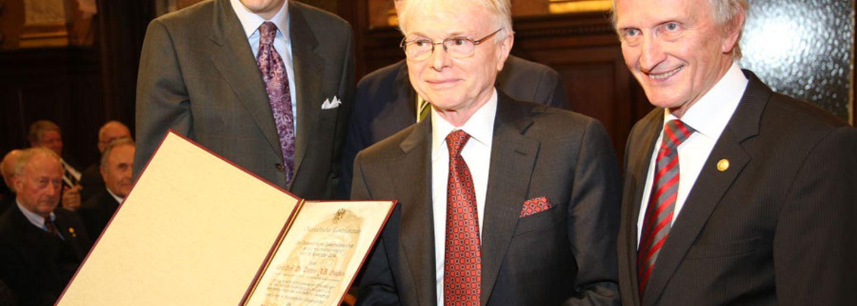 ÖGV Neuigkeiten: Wilhelm Exner Medaille 2014 an US-Spitzenforscher Thomas Hughes