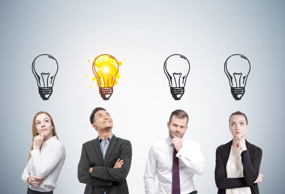 Gruppe mit Ideen - shutterstock 572433496